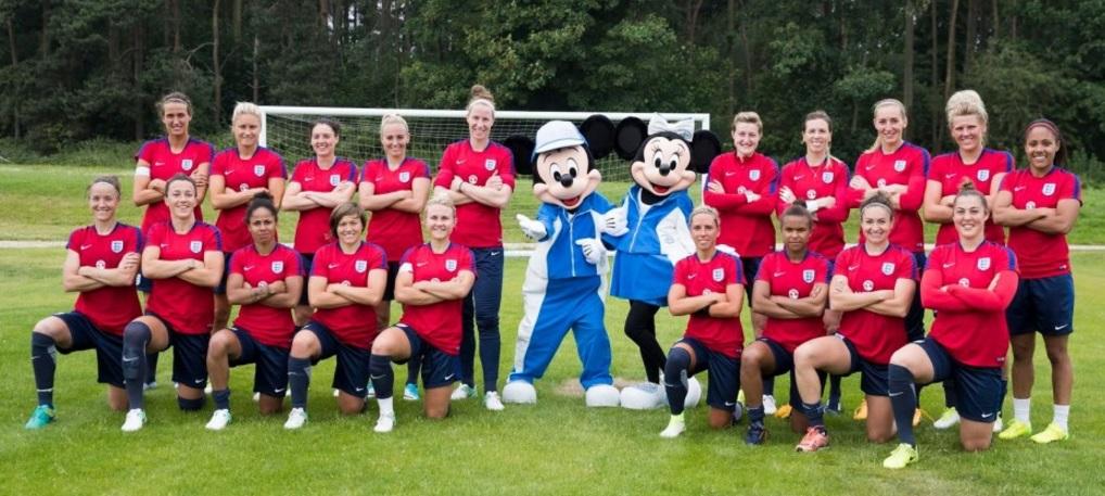 Federação inglesa fecha parceria com a Disney em prol do futebol feminino
