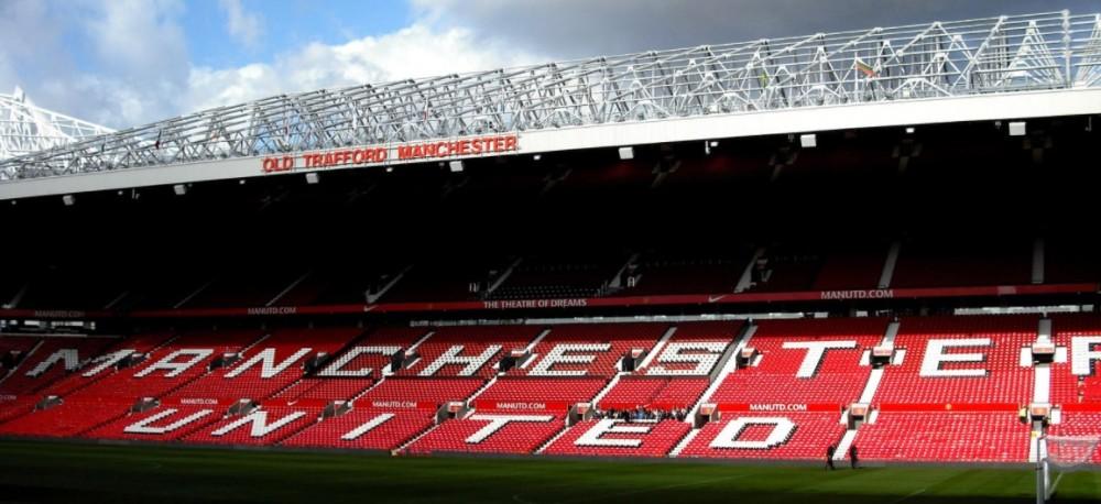 Manchester United cria 'happy hour' e coloca bebidas pela metade do preço