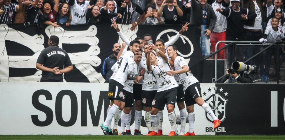Com Derby e 'selfie', Corinthians bate recorde em suas redes sociais
