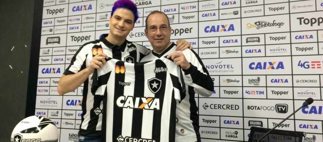 Marca de Felipe Neto seguirá na camisa do Botafogo por mais uma partida