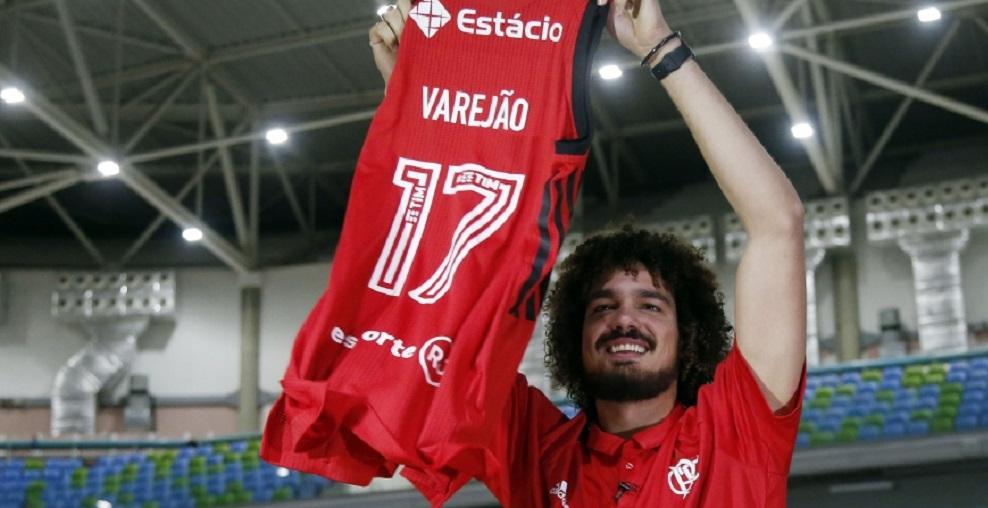 Estreia de Anderson Varejão movimenta ações no sócio-torcedor do Flamengo