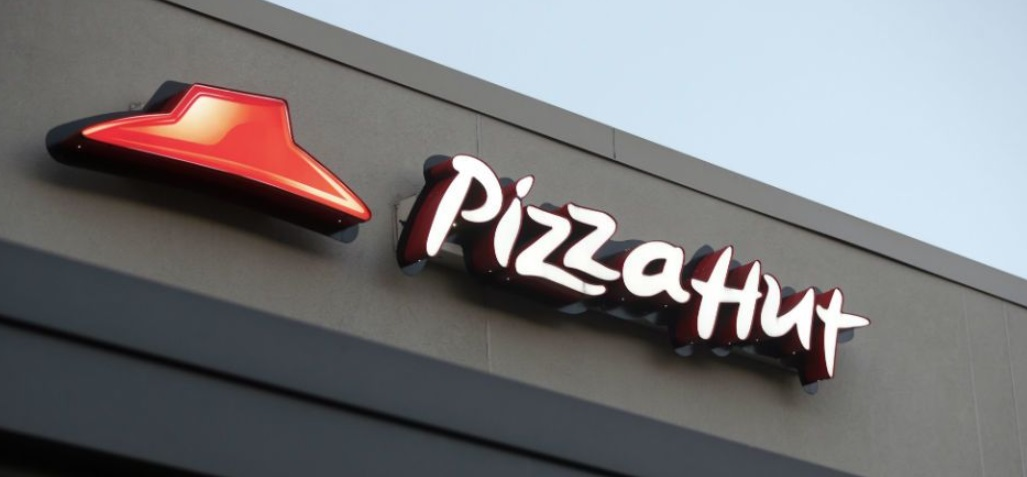 Após polêmicas, NFL troca Papa John's por Pizza Hut