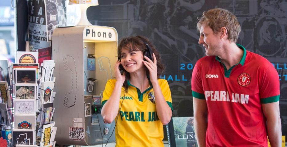 Pearl Jam entra no clima de Copa com coleção de camisas de seleções