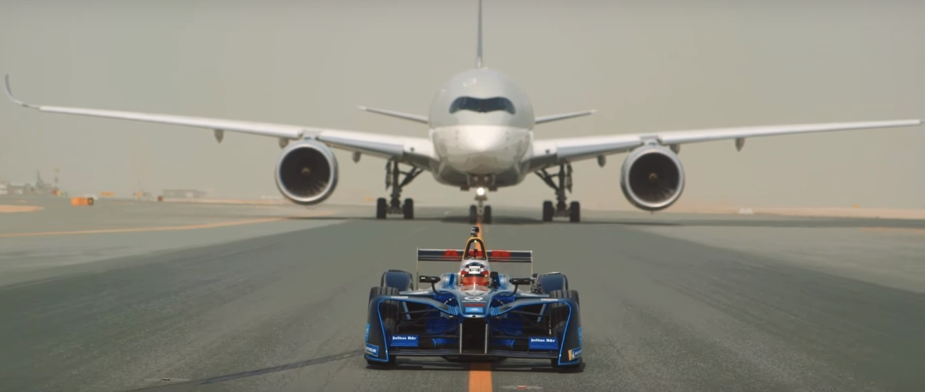 Qatar Airways promove desafio de aviões e modelo da Formula E