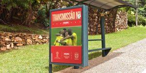 Brahma leva transmissão da Copa para abrigos de ônibus e banca de revistas