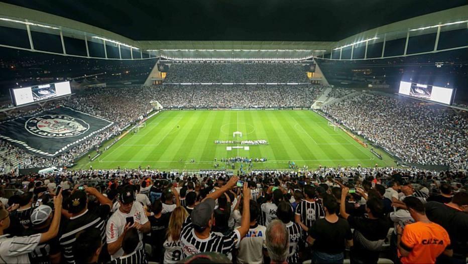 Por R$ 12 milhões, agência negociará placas de estádio do Corinthians
