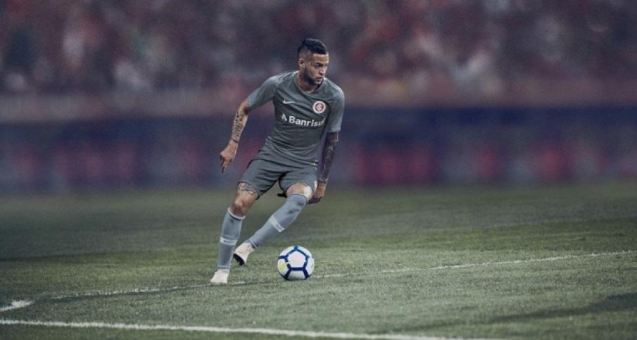 Sucesso de vendas, camisa cinza do Inter esgota nas lojas oficiais do clube