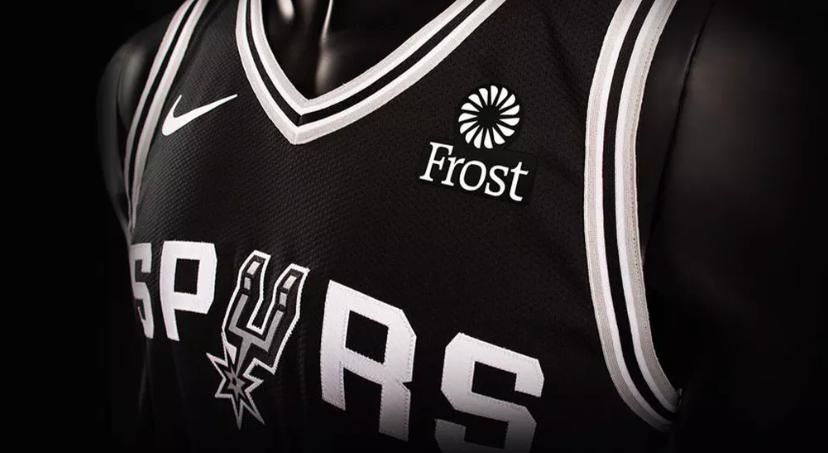 San Antonio Spurs fecha patrocínio de camisa com Frost Bank