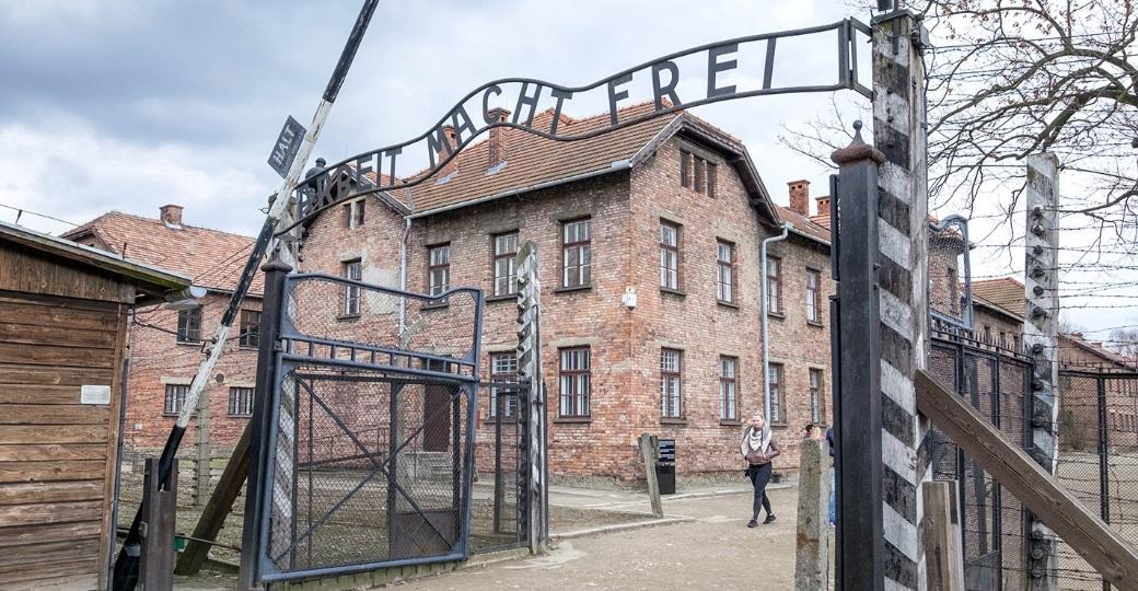Chelsea planeja levar torcedores antissemitas para tour em Auschwitz
