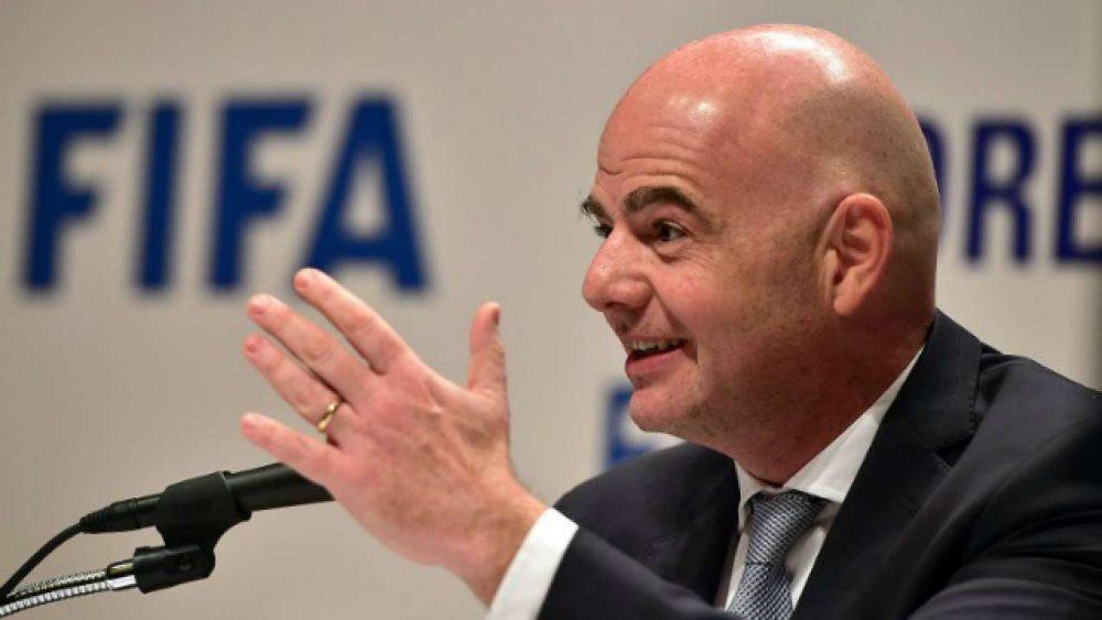 FIFA se posiciona sobre polêmica envolvendo Manchester City, PSG e o Fair Play Financeiro
