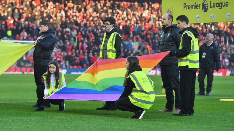 Em apoio à população LGBT, Premier League lança mais uma edição da 'RainbowLace'
