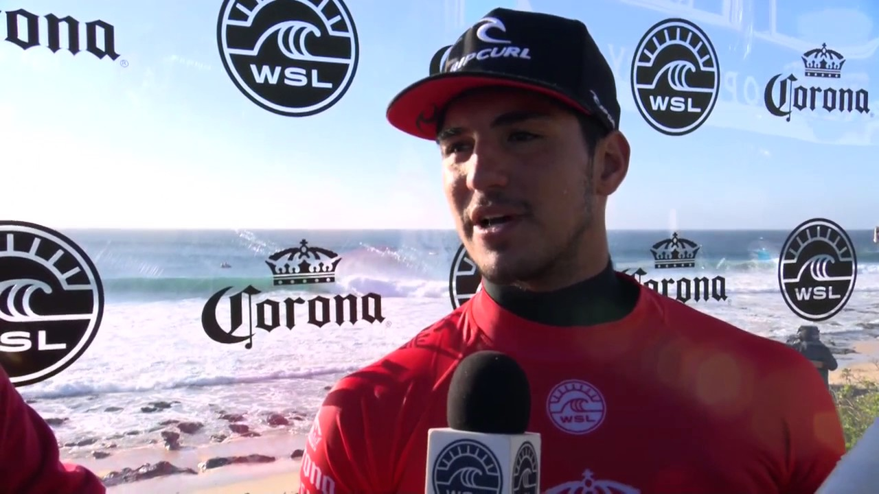 Após bicampeonato, Corona anuncia acordo com Gabriel Medina