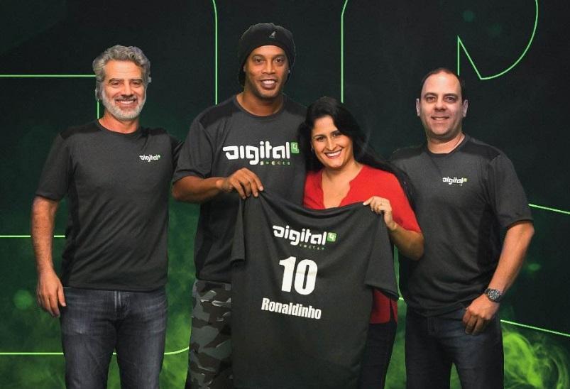 Ronaldinho é o novo embaixador de startup de aplicativos esportivos