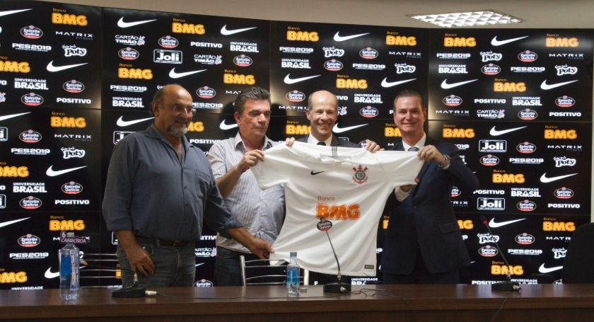 "De ""valor incalculável"", Corinthians vira 'banco' e terá aplicativo do BMG"