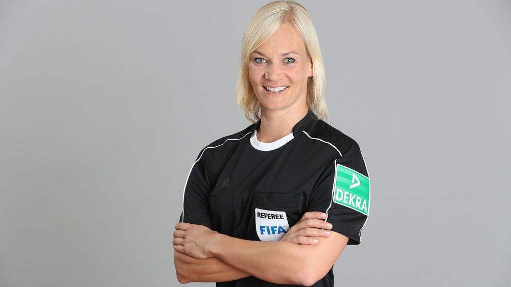 TV iraniana cancela transmissão de jogo da Bundesliga por árbitra ser mulher