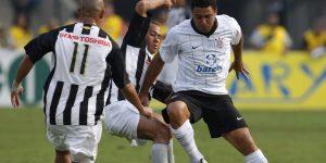 Com Ronaldo, Corinthians apresenta nova camisa principal