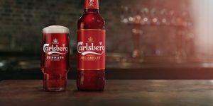 Carlsberg celebra parceria com Liverpool e lança cerveja vermelha