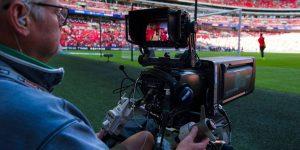 Com portões fechados, Inglaterra estuda liberar futebol na TV aberta