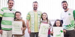 Juventude surpreende torcedores em campanha para Dia dos Pais