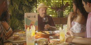 Wine fecha parceria com DAZN e leva vinho durante transmissão de jogo