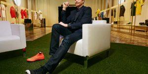 Ligado a escândalo de doping, CEO da Nike deixa o cargo após 13 anos