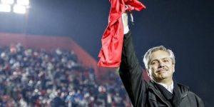Presidente da Argentina quer manter o futebol