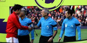 Contra o coronavírus, futebol inglês veta cumprimento entre jogadores e árbitros