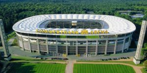 Eintracht Frankfurt 'dribla' crise e anuncia novo naming rights