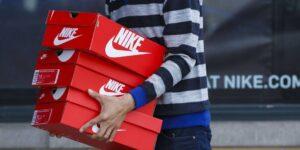 Nike reforça entrega online e reabre parte das lojas físicas