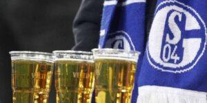 Com Bundesliga suspensa, Schalke devolve oito mil litros de cerveja do patrocinador