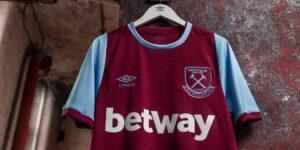 Umbro apresenta o uniforme dos 125 anos de história do West Ham