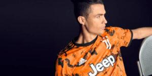 Juventus apresenta terceira camisa para a próxima temporada