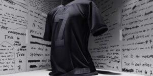 Camisa totalmente preta de Colin Kaepernick esgota em segundos