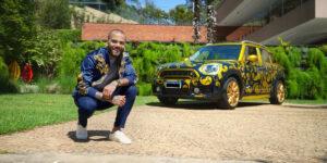 Em ação, Dani Alves vende automóvel autografado no Mercado Livre