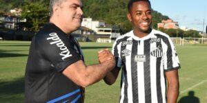 Santos e Robinho anunciam suspensão de contrato