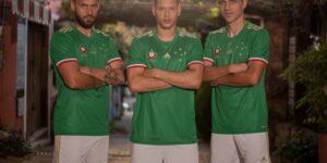 Com camisa 3 verde, adidas anuncia renovação com Cruzeiro até 2025
