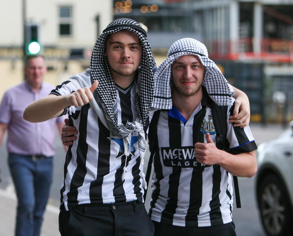Torcedores do Newcastle empolgados com a venda do Clube para o Fundo de Investimento
